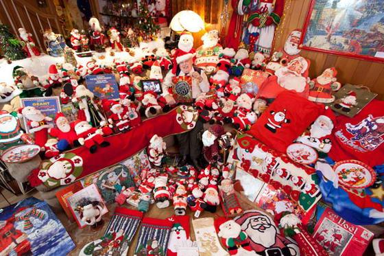 Самая большая коллекция Санта-Клауса