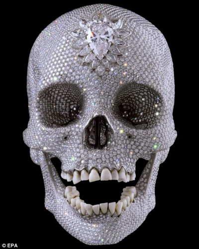череп, усыпанный бриллиантами