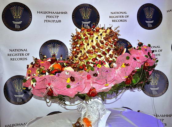 В Украине зафиксирован новый оригинальный рекорд: Самая большая съедобная шляпа