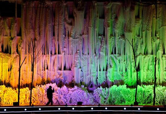 Разноцветные снежные стены