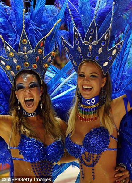 танцовщицы на карнавале
