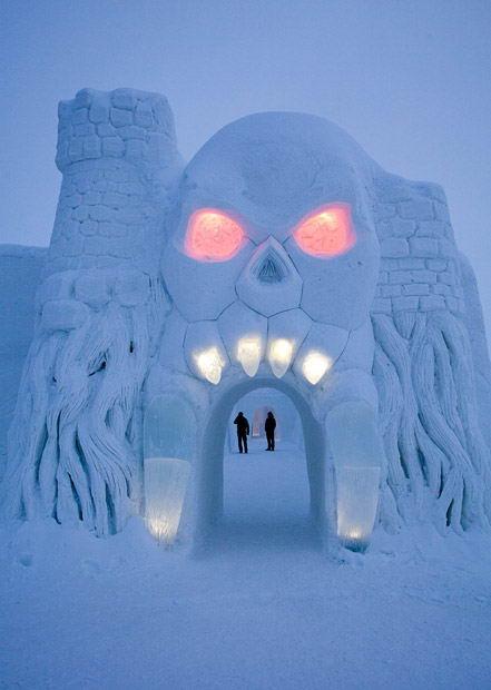 Отель из льда