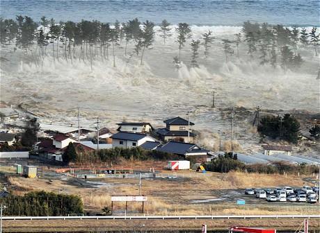 Цунами обрушившееся на Японию