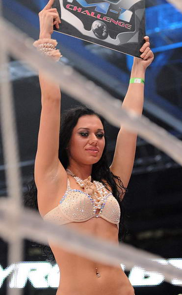 Красивые девушки на ринге