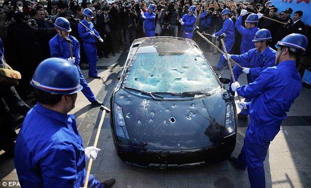 разбитая Lamborghini