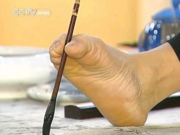 художник-инвалид Хуан Гофу