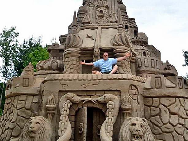 Самый большой замок из песка высотой 11,5 метра возвел американец