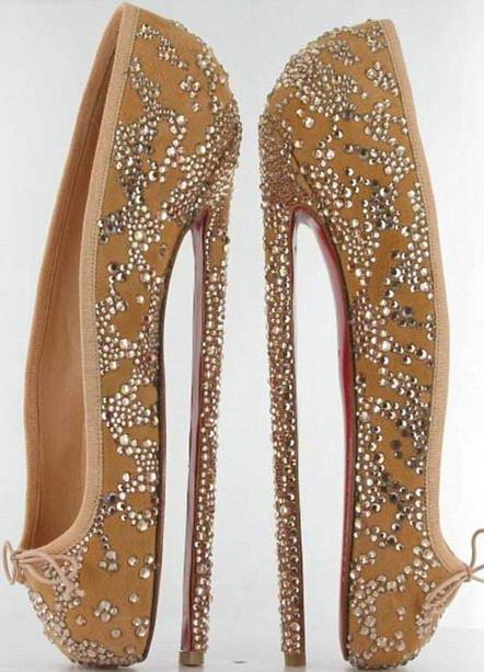 Красивые женские туфли марки Loriblu на высоком