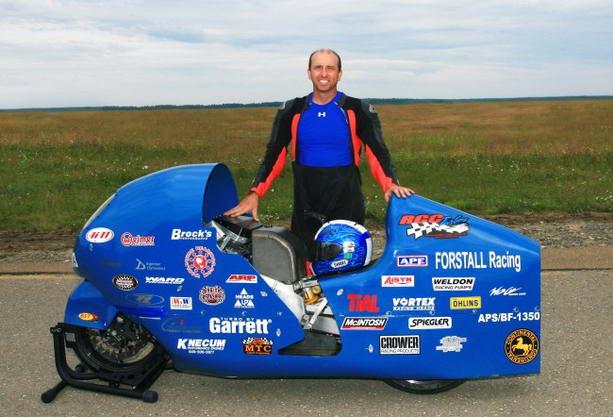 Гонщик Билл Уорнер установил новый рекорд скорости на мотоцикле