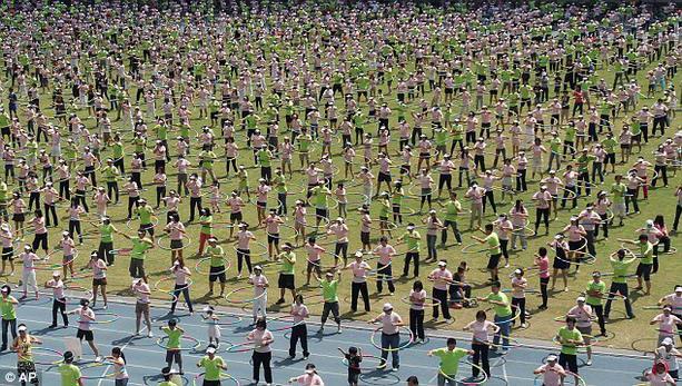 В Тайване установили рекорд по самому массовому раскручиванию обручей
