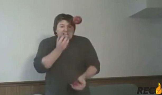 жонглирование яблоками