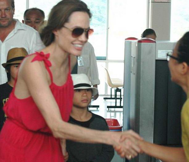 Последние новости: Анджелина Джоли срочно госпитализирована из-за резкой потери веса