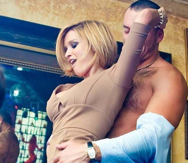 Ксения Бородина устроила секс-забавы с участником Дома-2 (фото) .