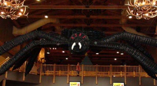 самая большая скульптура паука