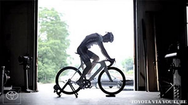 читающий мысли велосипед Toyota