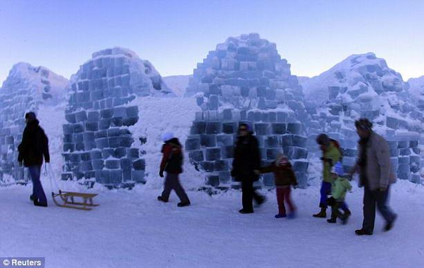 ледяной отель в горах Фэгэраш
