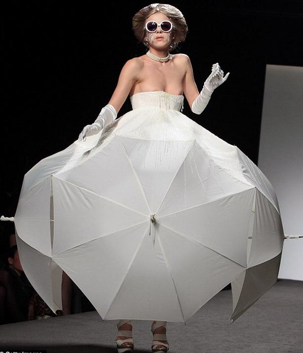 платье из больших зонтов