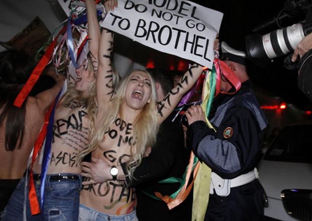 топлес девушки FEMEN