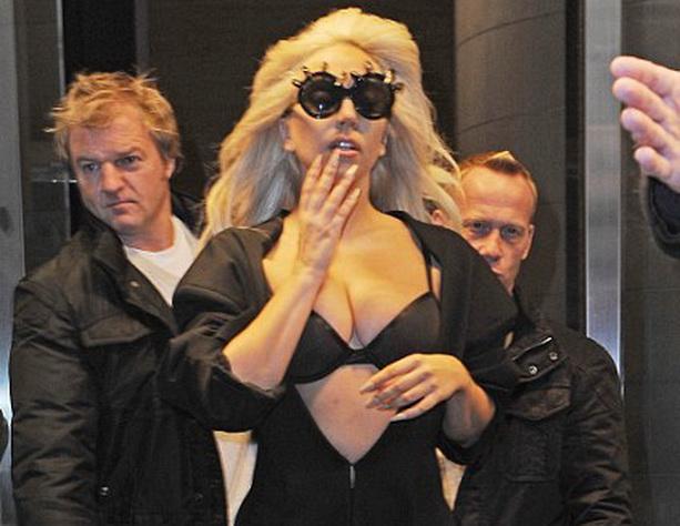 Леди Гага силиконовая грудь