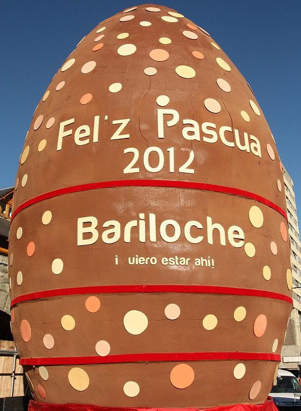 Самое большое пасхальное яйцо из шоколада приготовили в Аргентине