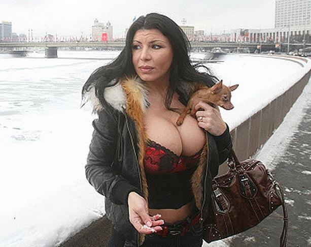 Обладательница самой большой груди Ирэн Феррари