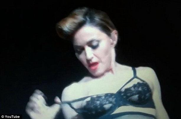 Мадонна грудь