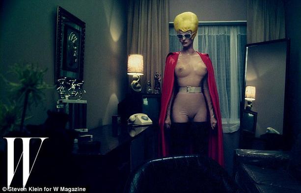 жена голая на людях