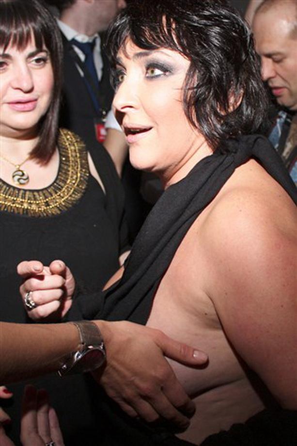 Фото случайно выпавшая большая грудь фото 491-784