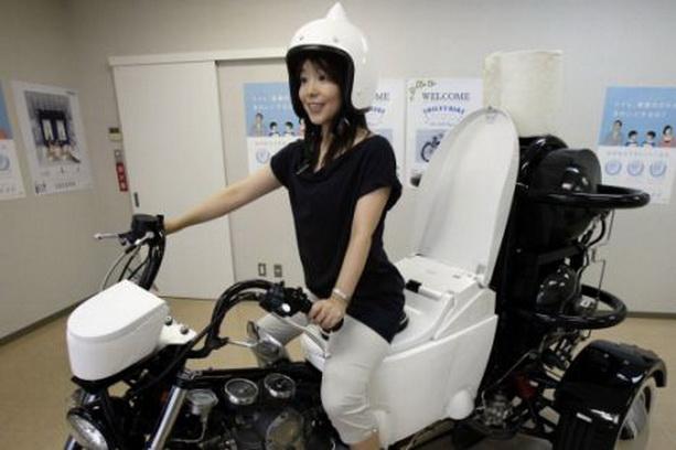 экологически чистый мотоцикл-унитаз Тото
