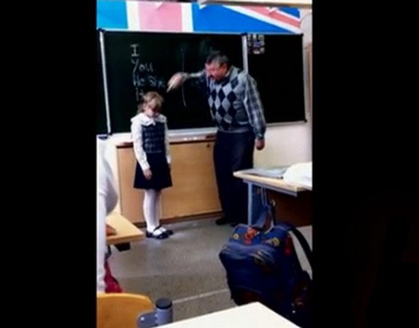 Девочка дала учителю между ног