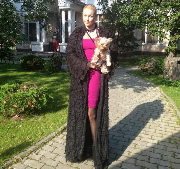 Анастасия Волочкова и собачка