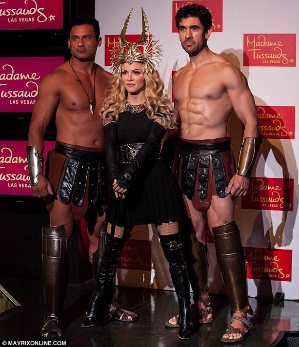 восковая фигура Мадонна