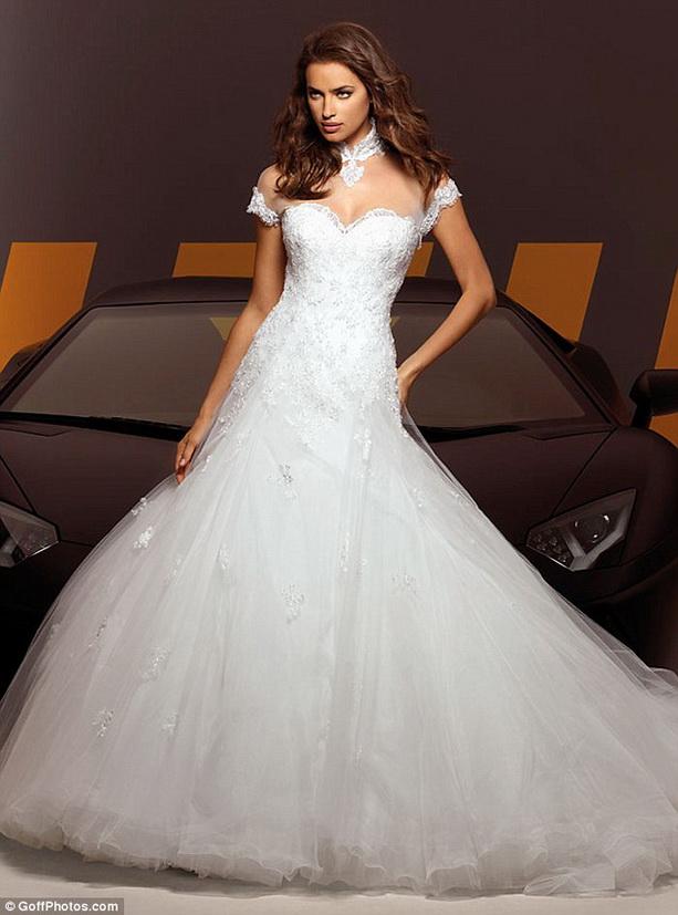 Ирина Шейк свадебные платья Alessandro Angelozzi