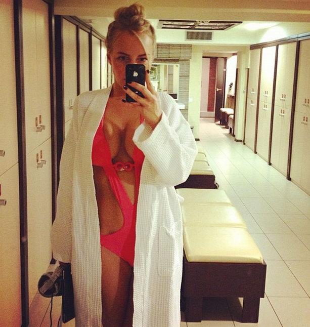 Маша Малиновская пришла в бассейн в откровенном купальнике