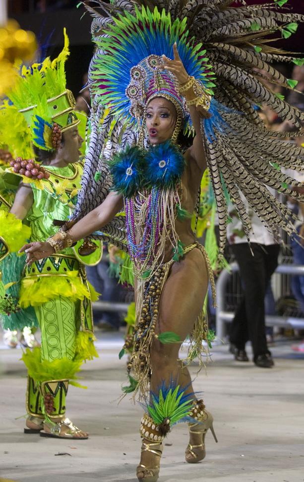 яркий костюм карнавал