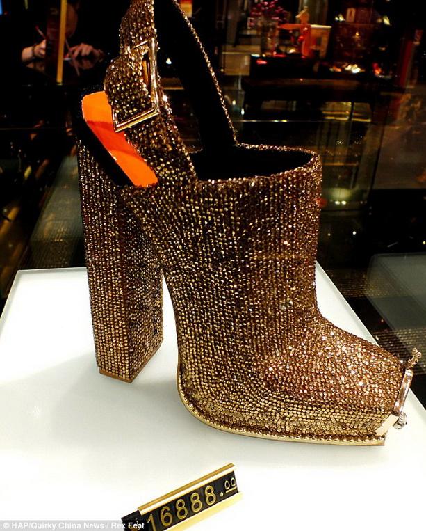 туфли, усыпанные самым большим количеством бриллиантов
