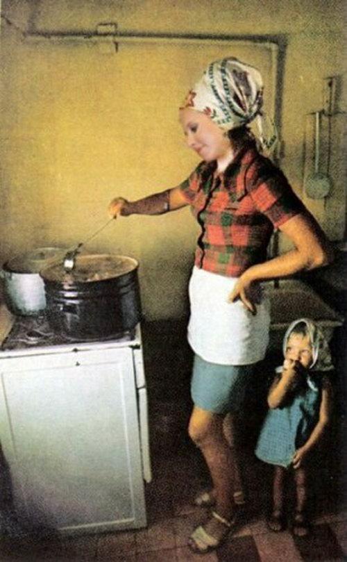 Ксения Собчак у плиты