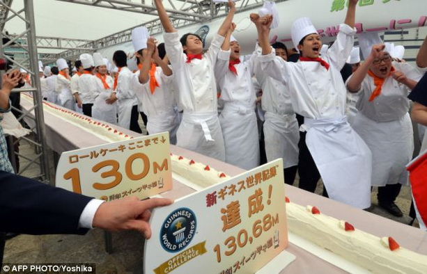 самый большой торт-рулет в мире