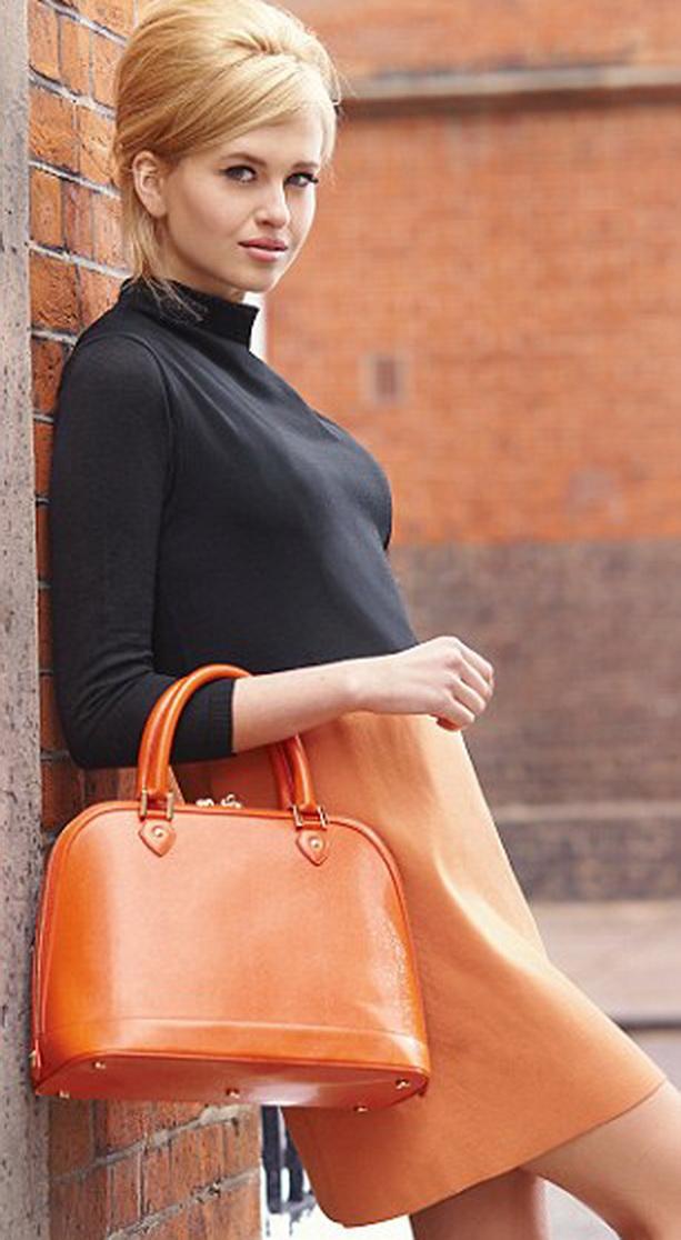 оранжевый наряд