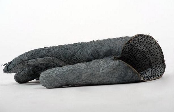 Перчатки из кожи акулы