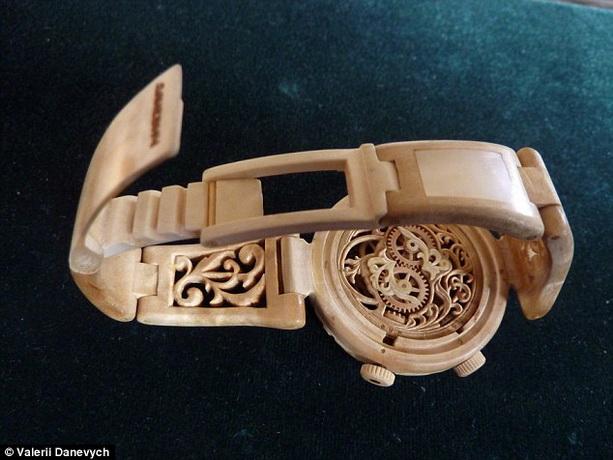 Деревянные часы Валерия Даневича