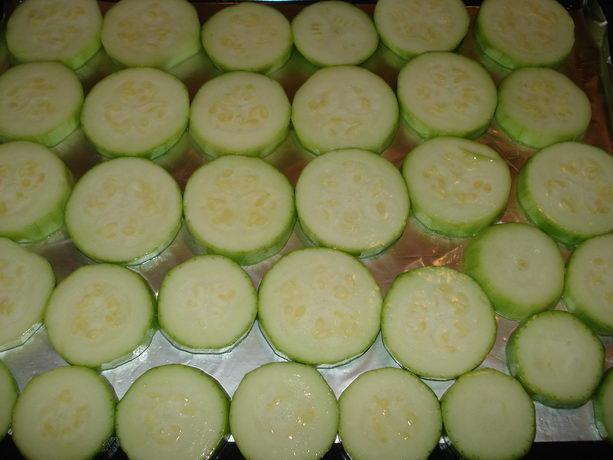 кабачки запеченные в сметане с зеленью
