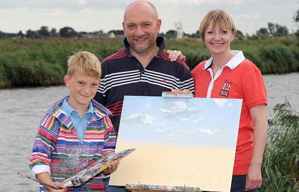 Киерон Уильямсон с родителями
