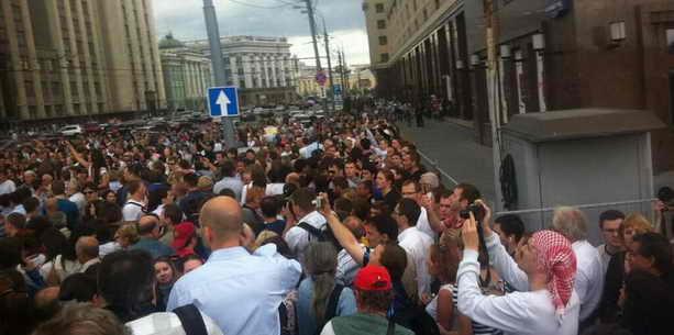 Митингующих с Манежной вытеснили на Охотный ряд
