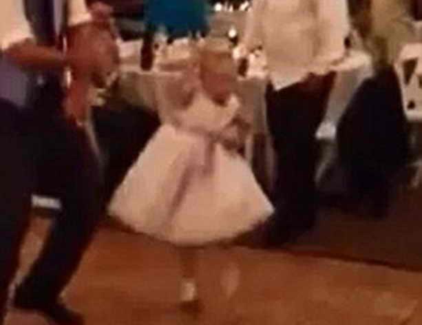 Девочка танцует Gangnam