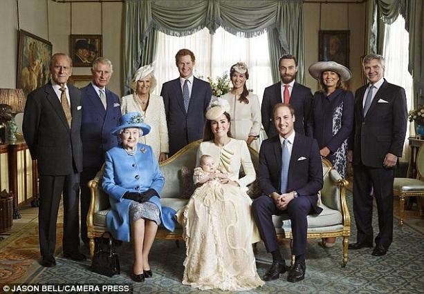 Елизаветы II в окружении 3-х поколений