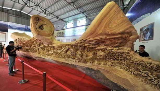 Самая длинная скульптура из дерева 12 м