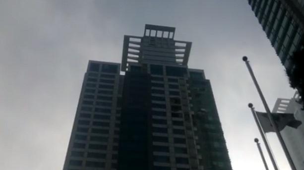 жилой дом в Сеуле врезался вертолет