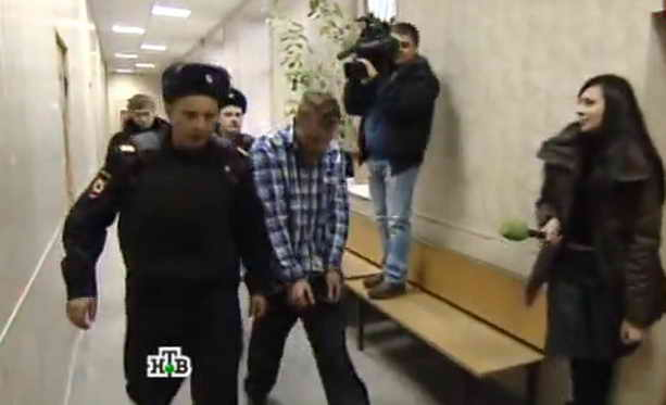 Задержанного ведут в суд