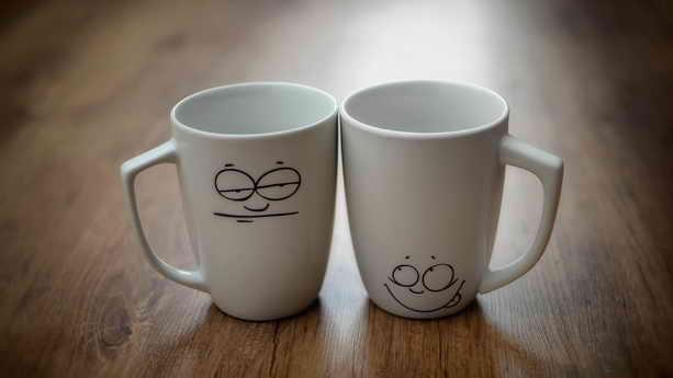 1 апреля - приклееная чашка